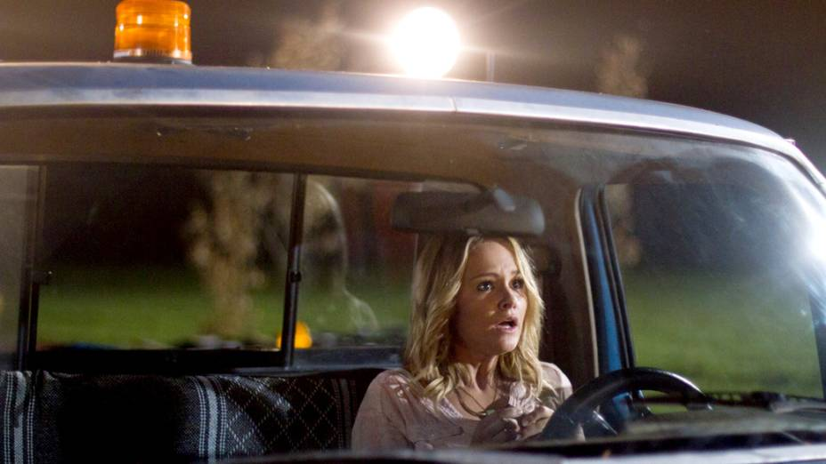 A atriz Nicky Whelan em cena do filme Deixados para Trás