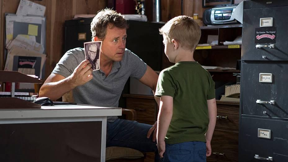 Todd Burpo (Greg Kinnear) e Colton Burpo (Connor Corum) personagens do filme O Céu É de Verdade