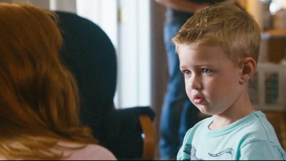 Sonja Burpo (Kelly Reilly) e Colton Burpo (Connor Corum) personagens do filme O Céu É de Verdade