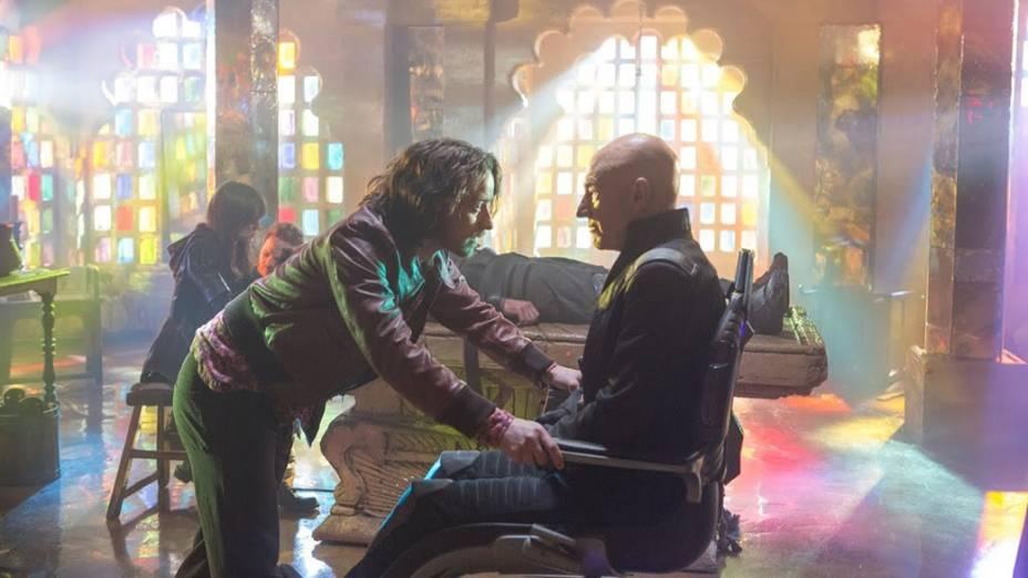 Atores Patrick Stewart e James McAvoy em cena do filme X-Men – Dias de um Futuro Esquecido