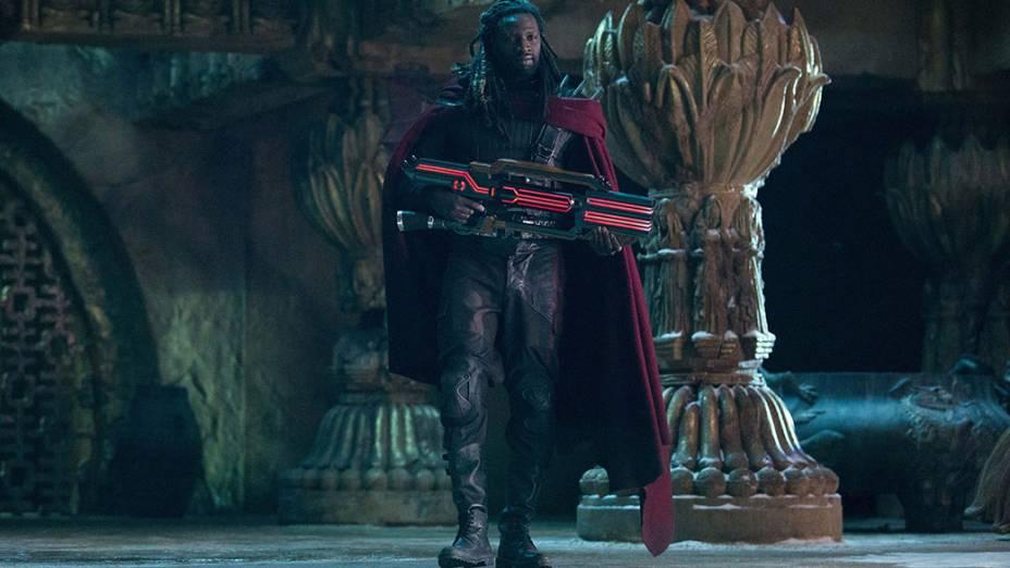 Ator Omar Sy em cena do filme X-Men – Dias de um Futuro Esquecido