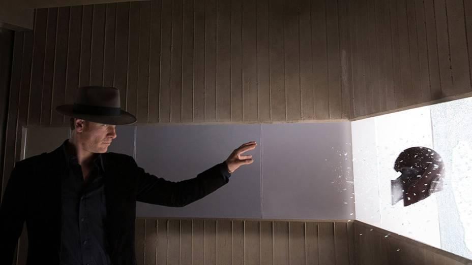Ator Michael Fassbender em cena do filme X-Men – Dias de um Futuro Esquecido