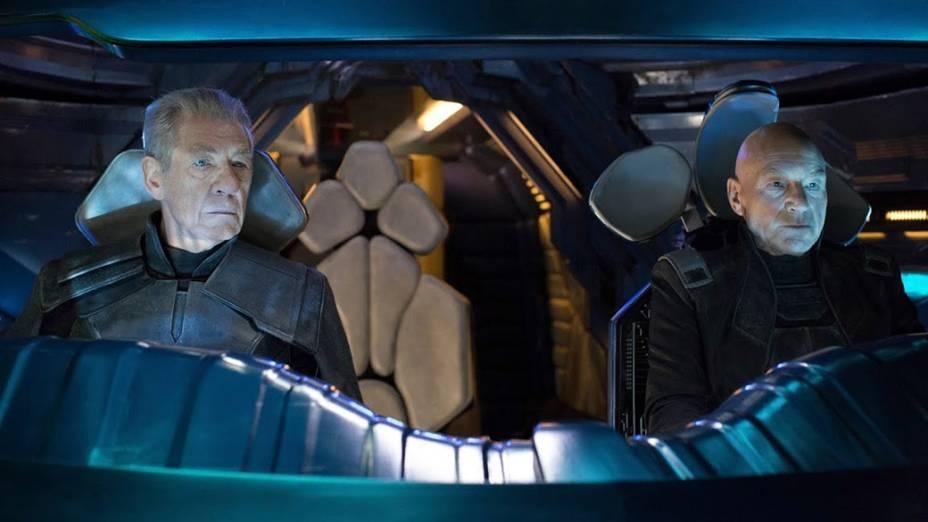 Atores Patrick Stewart e Ian McKellenn em cena do filme X-Men – Dias de um Futuro Esquecido