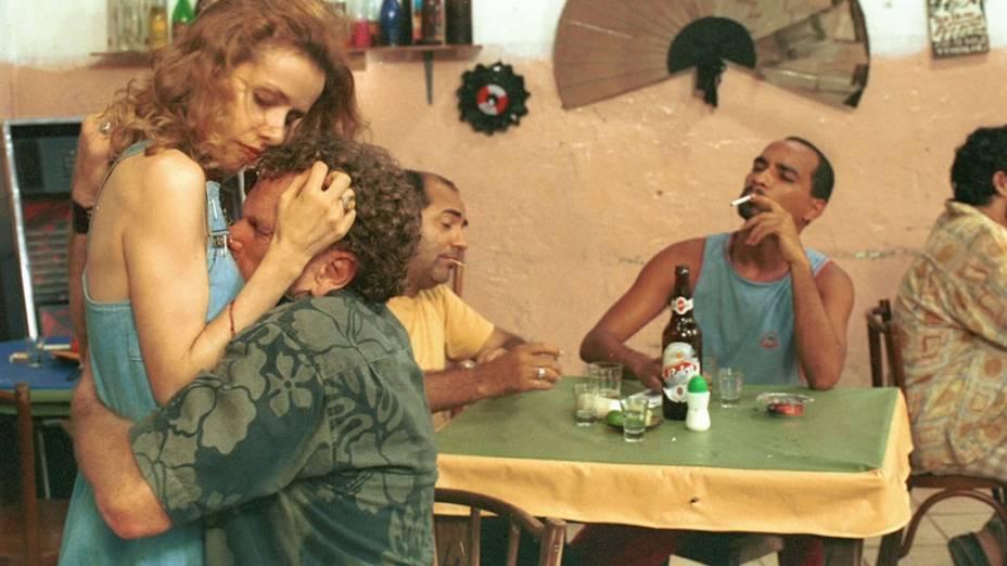 Cena do filme Amarelo Manga (2002), dirigido por Cláudio Assis