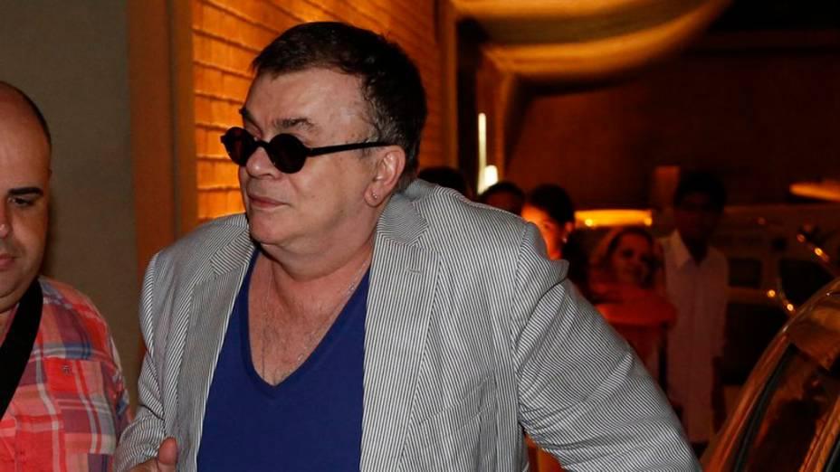 O autor Walcyr Carrasco chega para a festa de despedida de Amor à Vida, no Rio