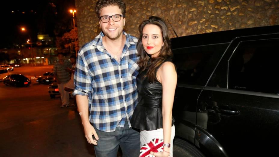 Thiago Fragoso, o Niko de 'Amor à Vida', e a namorada
