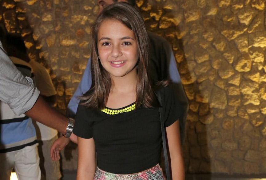 Klara Castanho, a Paulinha, filha de Paloma (Paolla Oliveira) em 'Amor à Vida', na churrascaria Fogo de Chão, em Botafogo, Rio