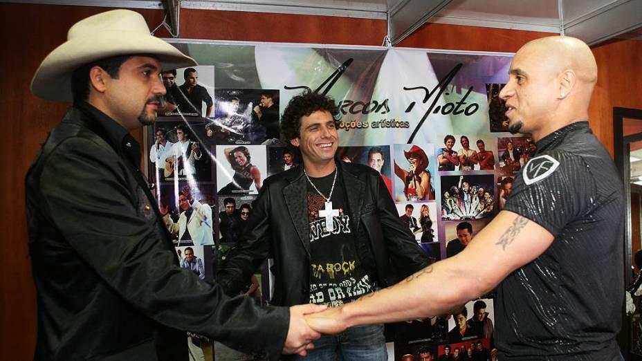 Dupla Edson e Hudson com o jogador Roberto Carlos no Festival de Jaguariúna