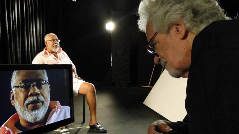 Eduardo Coutinho durante as filmagens do documentário As Canções, em 2011