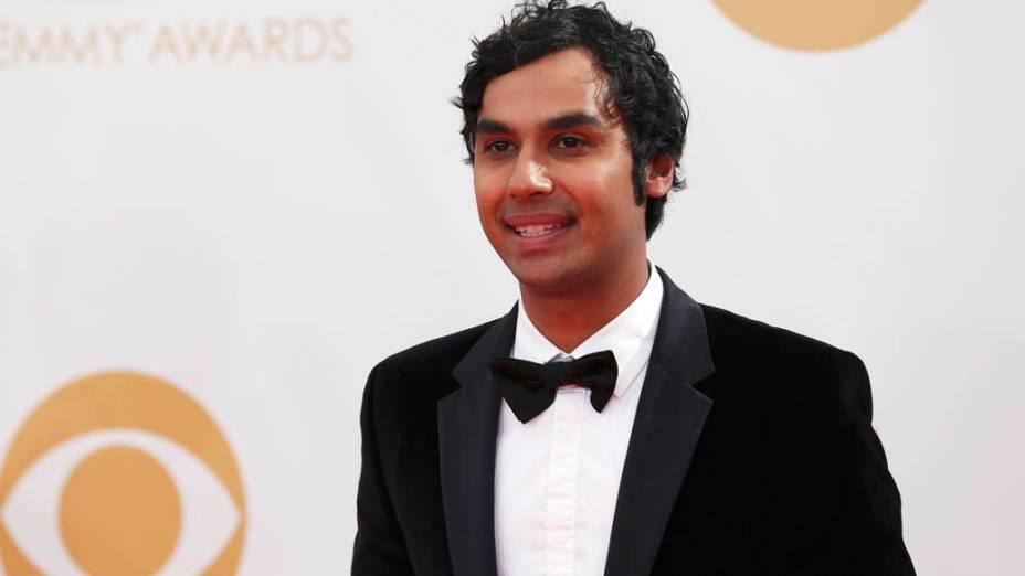 Ator Kunal Nayyar da série The Big Bang Theory, chega para a premiação do Emmy, em Los Angeles
