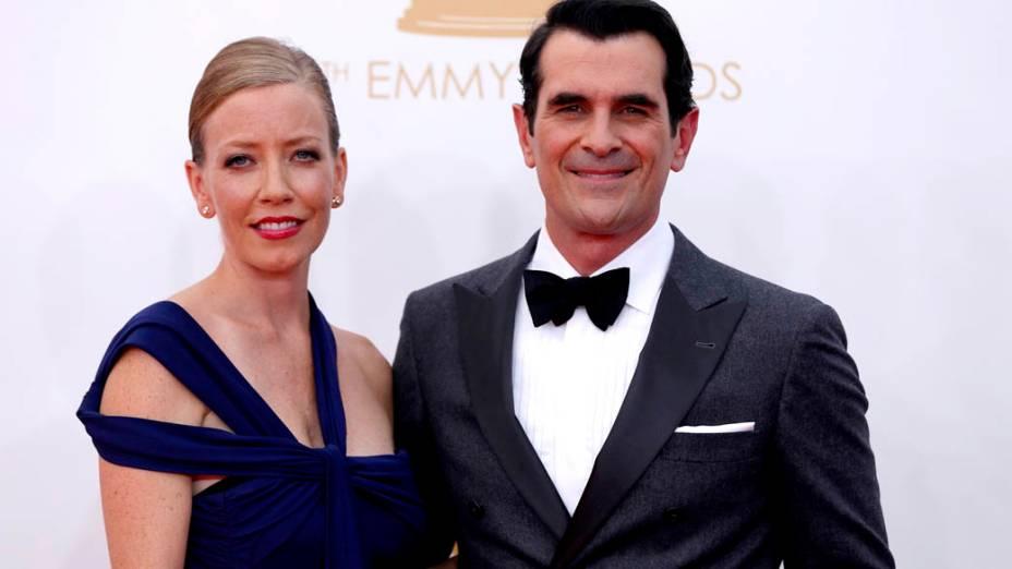 Ator Ty Burrell da série Modern Family, chega com sua esposa para a premiação do Emmy, em Los Angeles