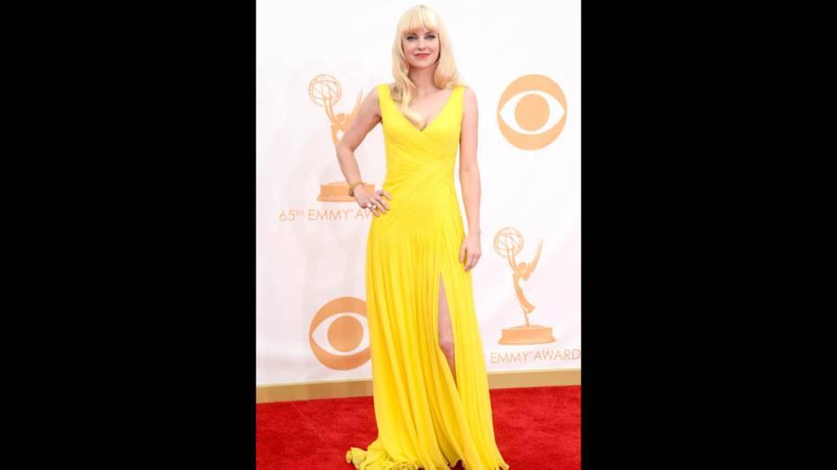 Atriz Anna Faris da série Mom, chega para a premiação do Emmy, em Los Angeles