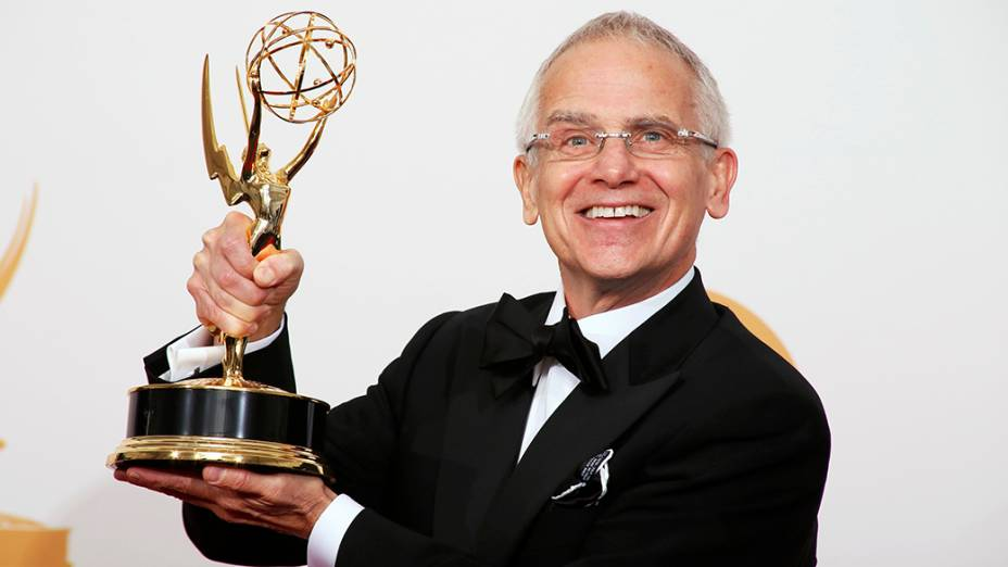 Don Roy King recebe o prêmio de melhor diretor de programa de variedades por Saturday Night Live, durante o Emmy, em Los Angeles
