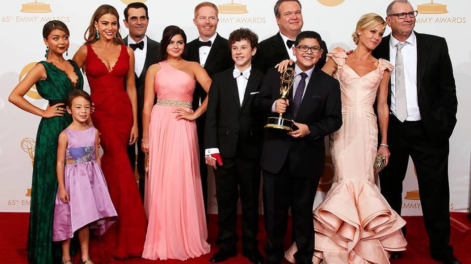 Elenco de Modern Family, que recebeu o prêmio de melhor série cômica, no Emmy 2013