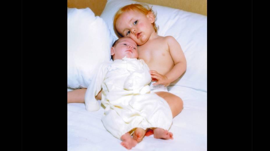 O filho de Michael com sua nova irmãzinha