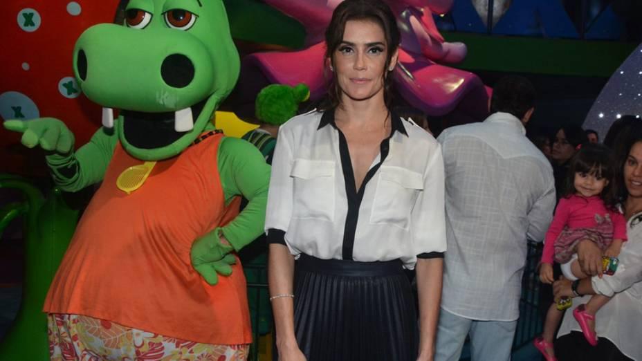 A atriz Deborah Secco também marcou presença na festa em São Paulo