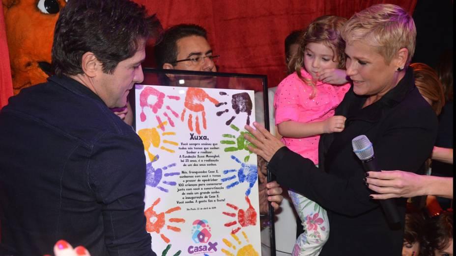 Em São Paulo, a apresentadora Xuxa Meneghel inaugurou a primeira unidade de sua rede de casas de festas infantis, a Casa X