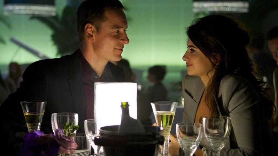 Penélope Cruz e Michael Fassbender no filme O Conselheiro do Crime