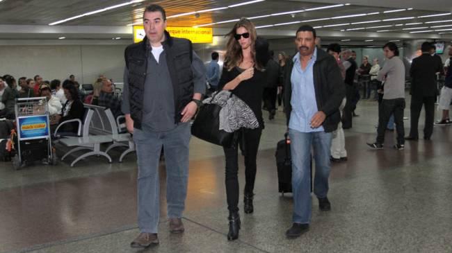 Gisele Bündchen chega no aeroporto de Guarulhos em São Paulo