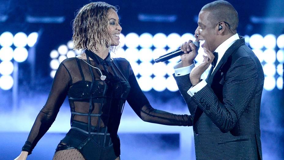Beyoncé se apresenta com o marido Jay-Z durante a premiação do Grammy 2014