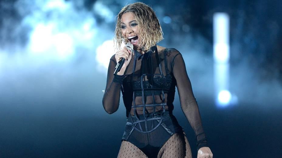 Beyoncé se apresenta durante a premiação do Grammy 2014