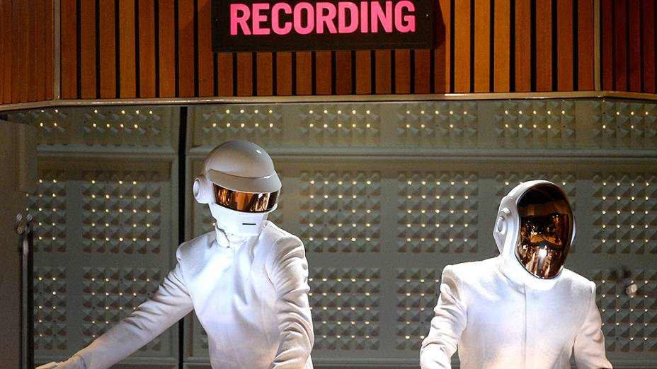 Daft Punks se apresenta com Stevie Wonder, Pharrell Williams e Nile Rodgers durante a premiação do Grammy 2014