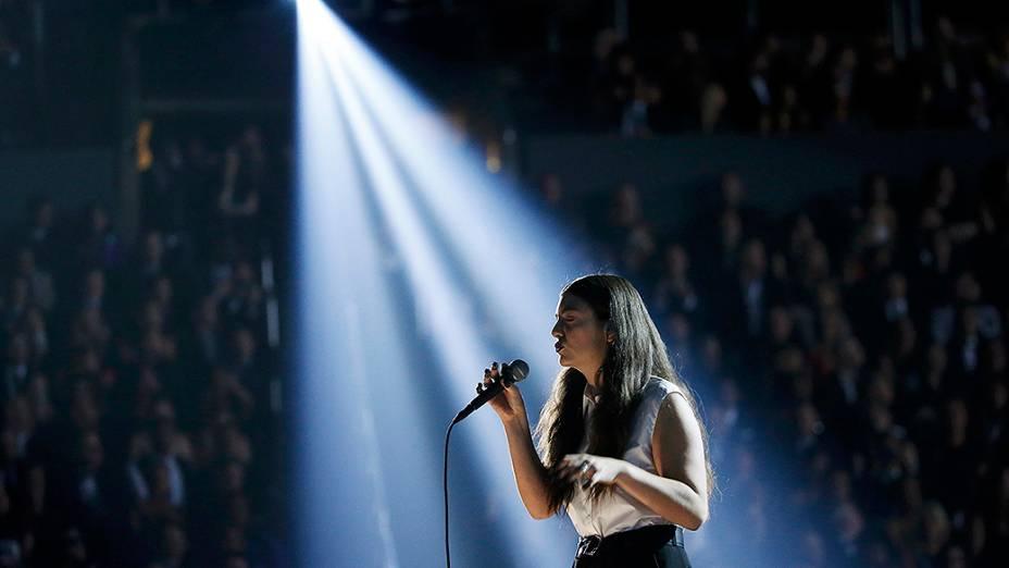 A cantora Lorde se apresenta durante a premiação do Grammy 2014