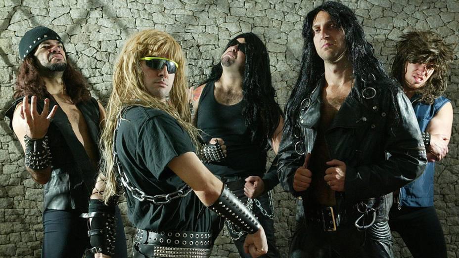 Fausto Fanti junto com banda de heavy metal Massacration, formada pelos humoristas do programa Hermes & Renato