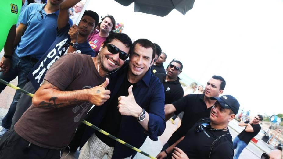 John Travolta na Gravação no recreio dos Bandeirantes para marca de Cachaca Yipioca