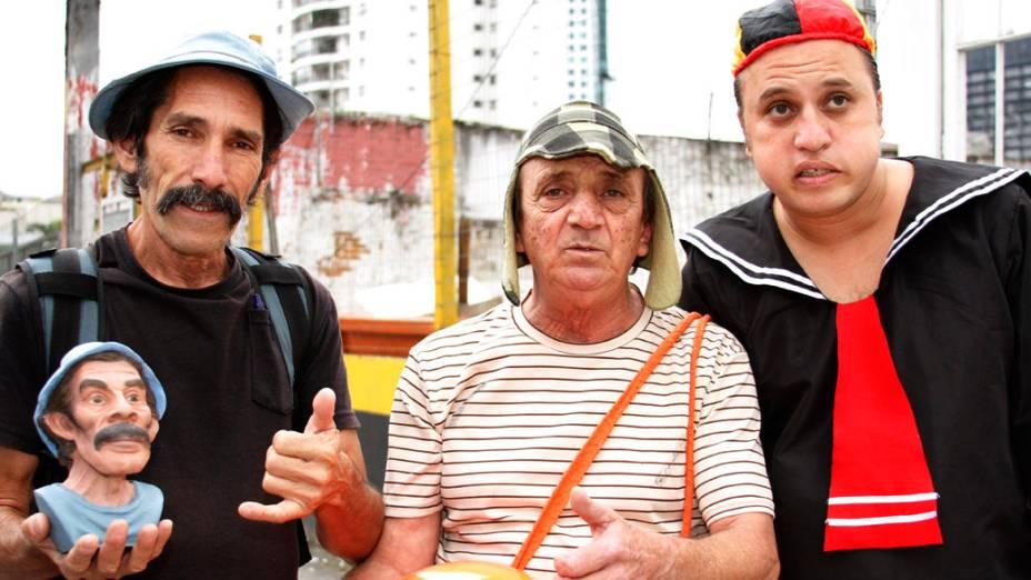 Fãs de Chaves, fantasiados como os personagens do seriado, para a apresentação de Carlos Villagrán, o Kiko, em São Paulo
