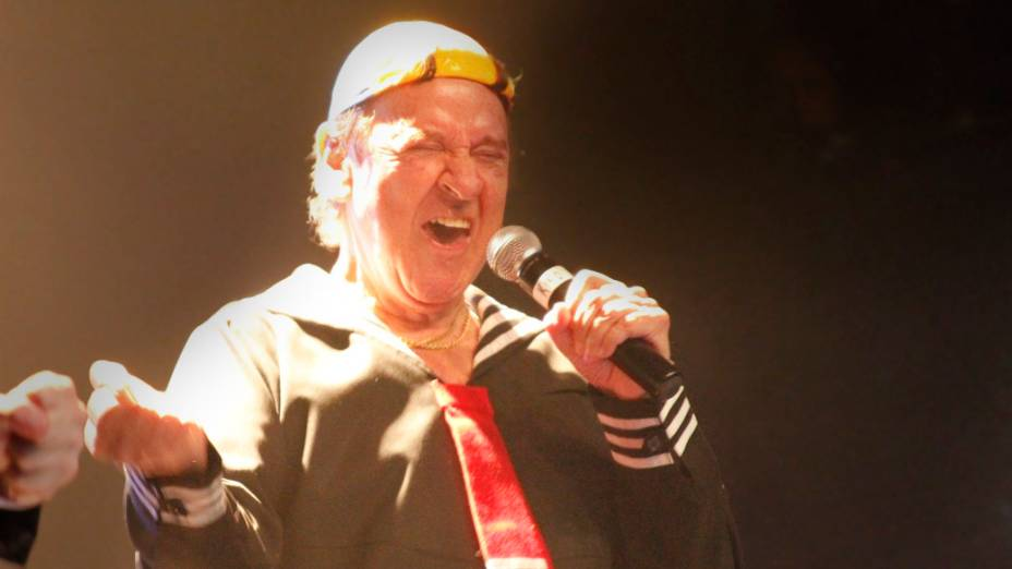 Carlos Villagrán faz apresentação de despedida do personagem Kiko, em São Paulo