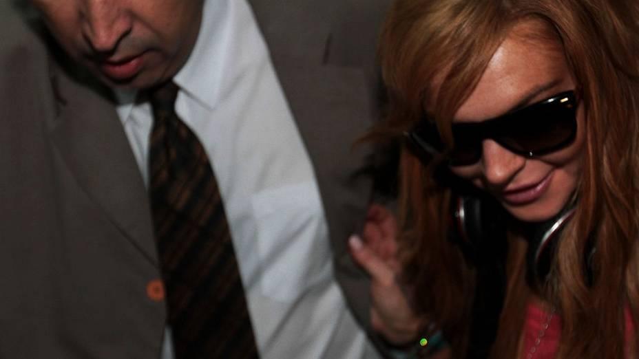 Lindsay Lohan desembarca no aerporto de Guarulhos. A atriz vem ao país para divulgar a grife de roupas John John