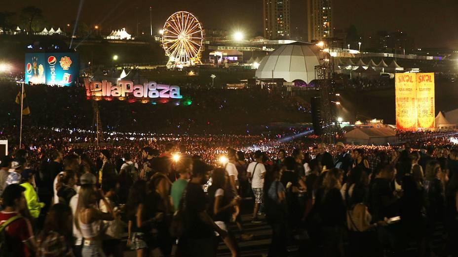 Público lota o Autódromo de Interlagos durante o Festival Lollapalooza, em São Paulo