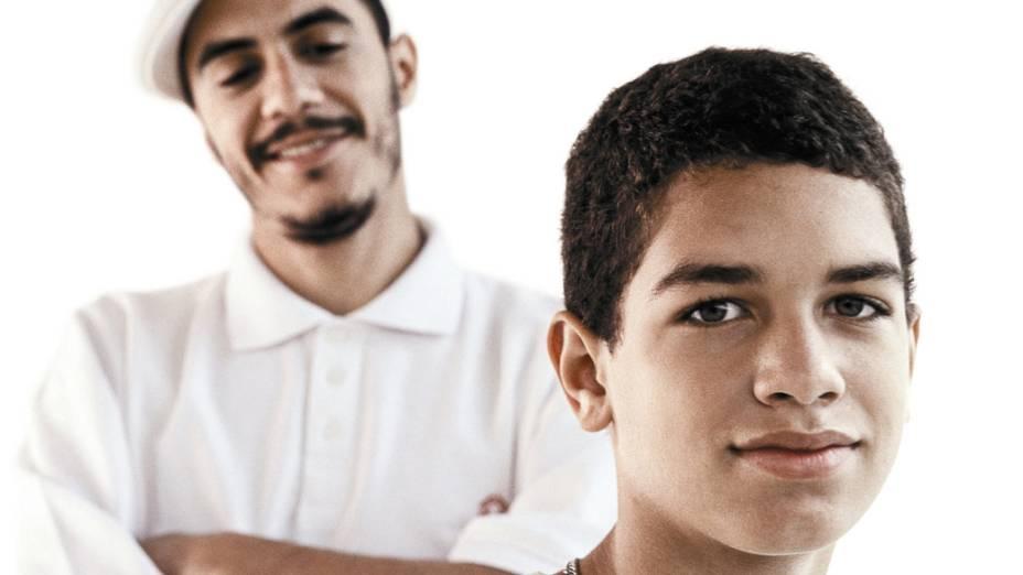 Marcelo D2 com o filho, Stephan Peixoto, no comercial para a empresa de telefonia môvel TIM