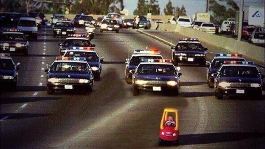 Foto exclusiva mostra Justin Bieber dirigindo perigosamente