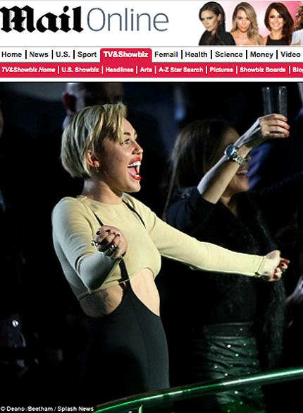 Miley Cyrus assiste ao show de Britney Spears em Las Vegas