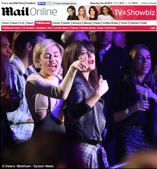 Miley Cyrus assiste ao espetáculo de Britney Spears Piece of Me, no Planet Hollywood Resort & Casino, em Las Vegas