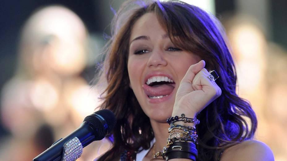 Miley Cyrus durante um programa do canal NBC, em 2008