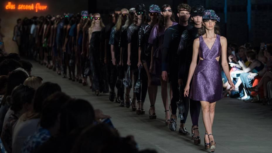 A grife 2nd Floor apresenta nova coleção durante os desfiles do quarto e último dia da Fashion Rio