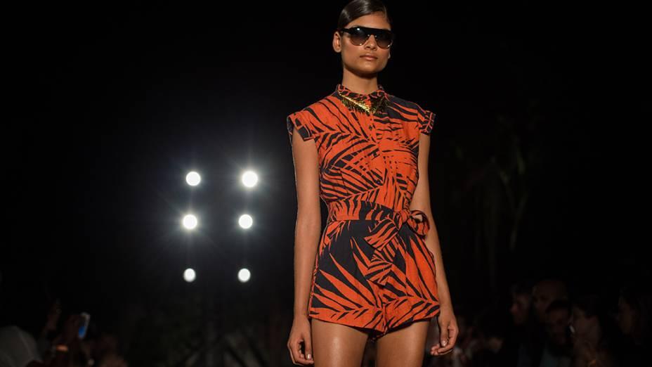Grife Osklen apresenta nova coleção em desfile do primeiro dia da Fashion Rio