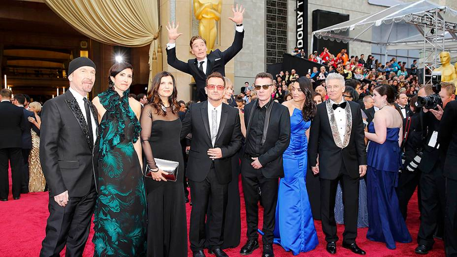 Membros da banda U2 durante cerimônia do Oscar 2014