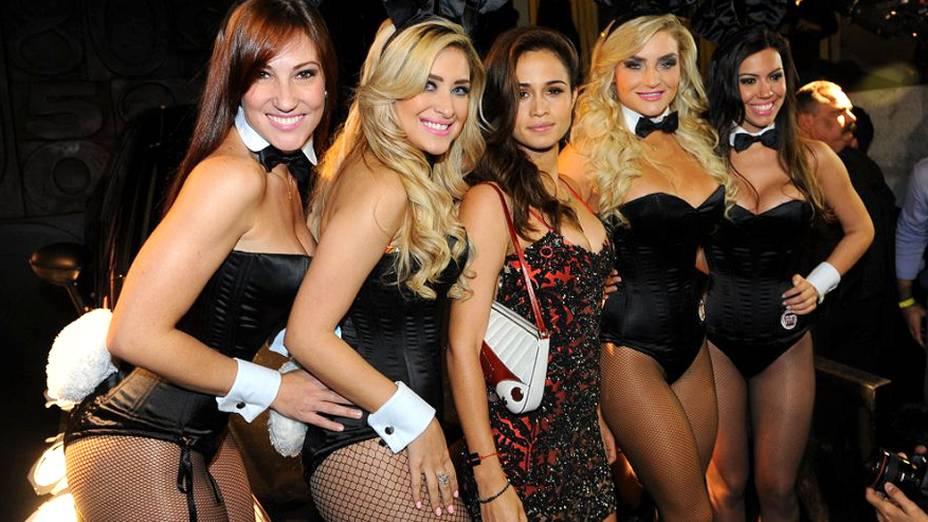 Nanda Costa entre as coelhinhas da PLAYBOY, na festa de 38 anos da revista, em São Paulo