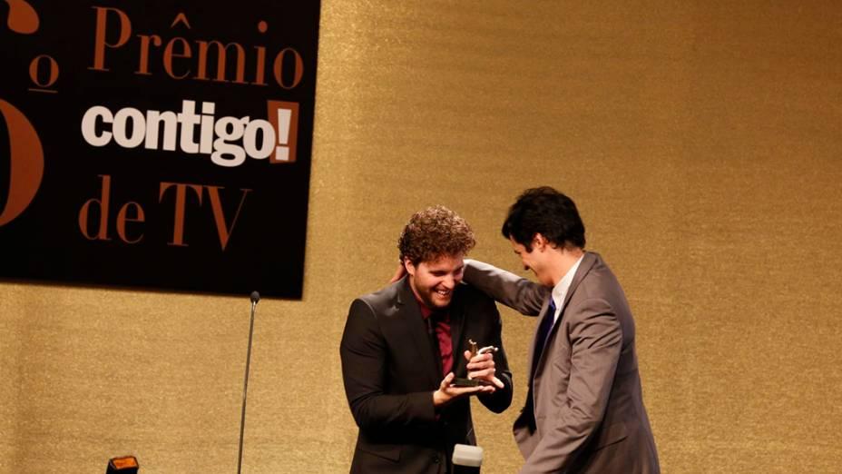 Os atores Matheus Solano e Thiago Fragoso, durante a 16ª edição do Prêmio Contigo! de TV, no Hotel Copacabana Palace, no Rio de Janeiro