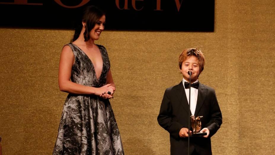 Tomás Sampaio rcebe prêmio durante a 16ª edição do Prêmio Contigo! de TV, no Hotel Copacabana Palace, no Rio de Janeiro