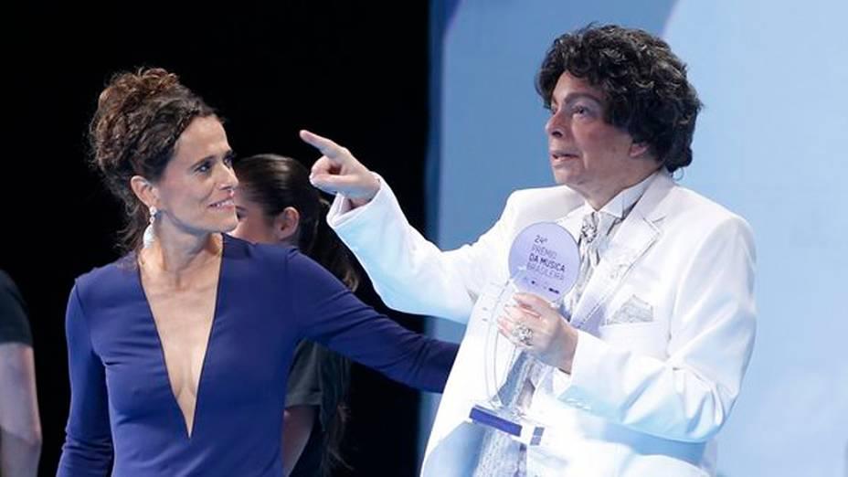 Zélia Duncan e Cauby Peixoto durante o 24º Prêmio da Música Brasileira