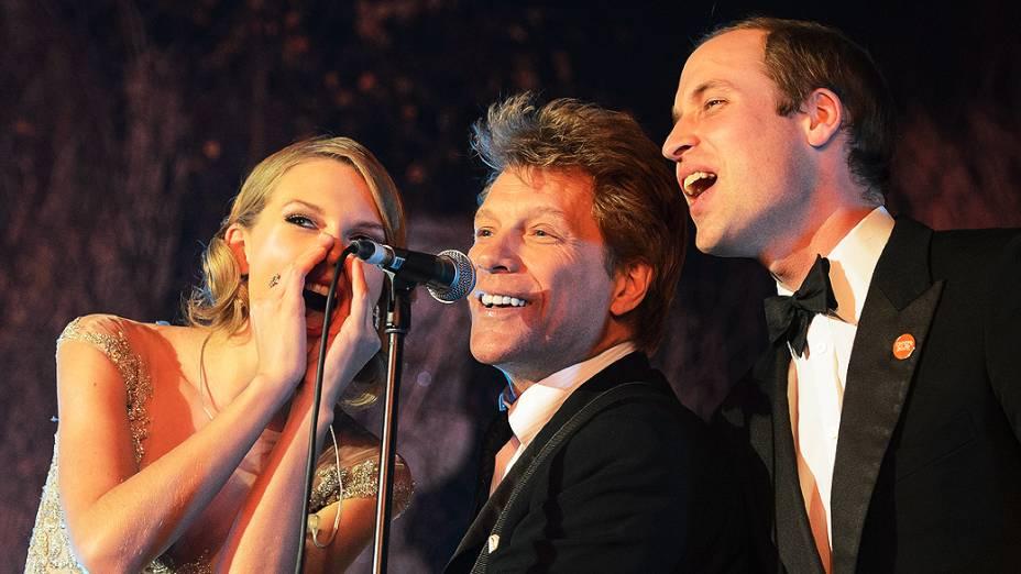 Príncipe William canta ao lado de Jon Bon Jovi e Taylor Swift no Jantar de Gala Centrepoint, no Palácio de Kensington, em Londres