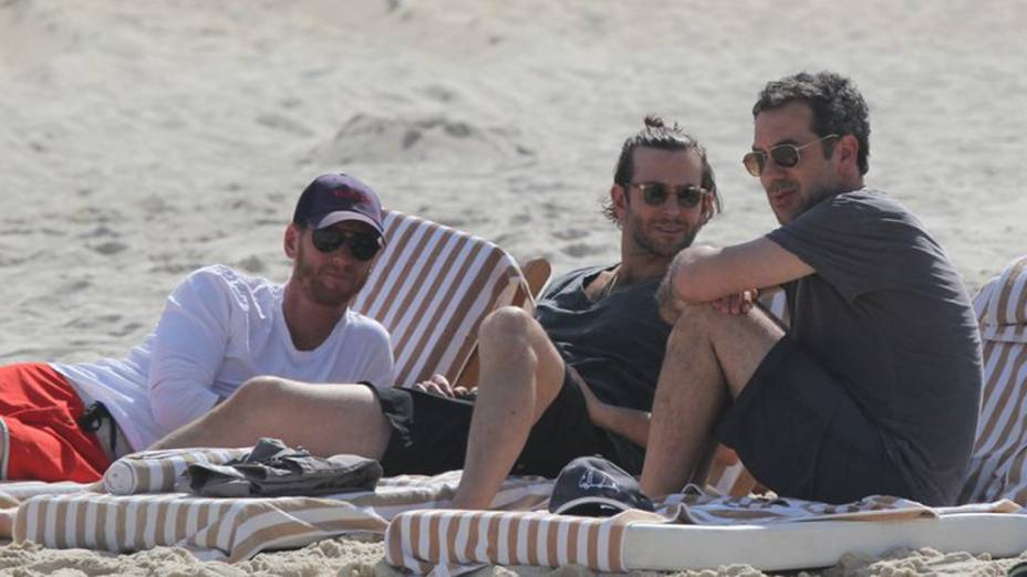 Bradley Cooper na praia da Zona Sul do Rio de Janeiro