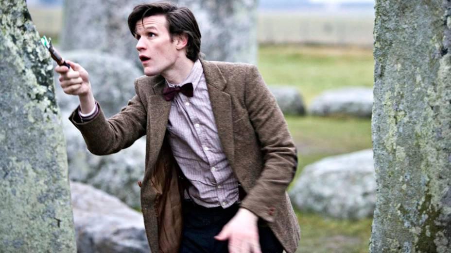 O décimo primeiro Doutor (Matt Smith) usa a sua chave de fenda sônica, em cena da série Doctor Who