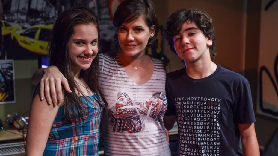 A atriz Deborah Secco como mãe de Felipe (João Fernandes), par romântico de Karina (Clara Tiezzi) no filme Confissões de Adolescente