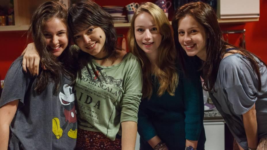 Karina (Clara Tiezzi), Bianca (Isabella Camero), Alice (Malu Rodrigues) e Tina (Sophia Abrahão) no filme Confissões de Adolescente